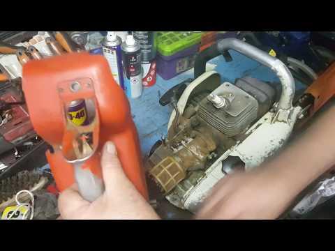 STIHL 08:Dépose carburateur,changer la durite de carburant et son  équerre plastique.